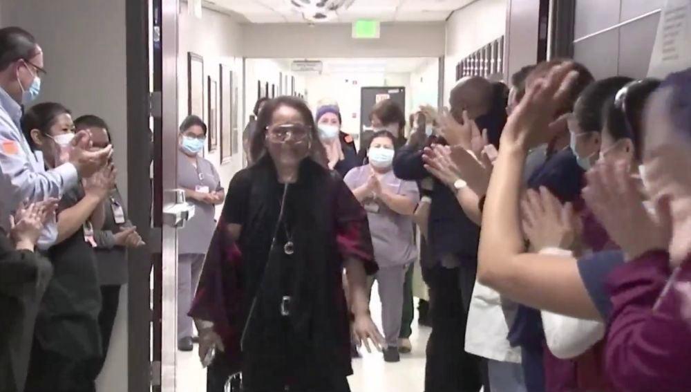 La emotiva despedida a una enfermera tras ocho meses ingresada en la UCI por coronavirus