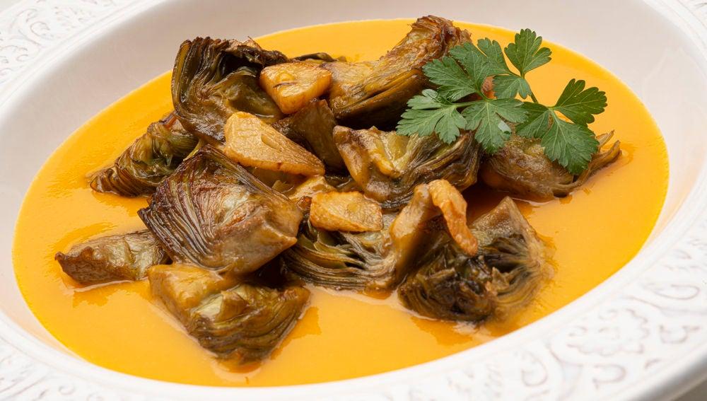 La receta rápida, buena y natural de Karlos Arguiñano: alcachofas salteadas con crema de calabaza
