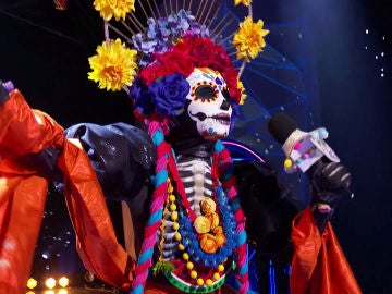 Catrina se empodera al interpretar 'I will survive' de Gloria Gaynor