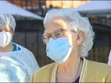 Una de las primeras personas en recibir la vacuna del coronavirus