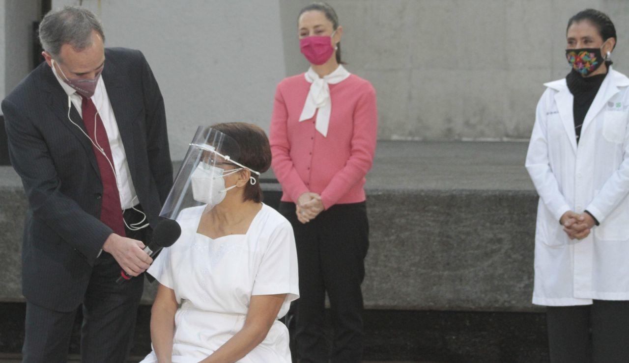 Primera vacunada en México, María Irene Ramírez