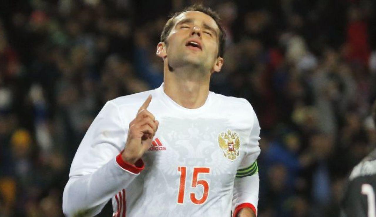 Roman Shirokov durante un partido con Rusia
