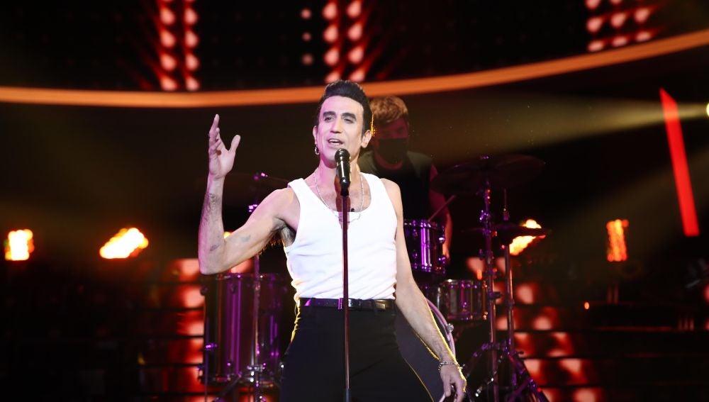Mario Vaquerizo se convierte en una auténtica 'Rock 'n' Roll Star' como Loquillo