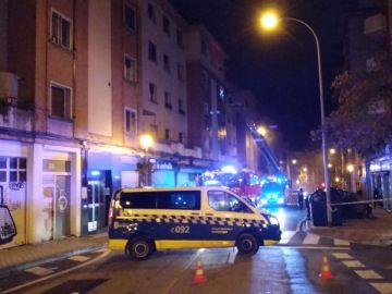 Seis heridos por un incendio provocado por un hombre atrincherado en una vivienda Pamplona