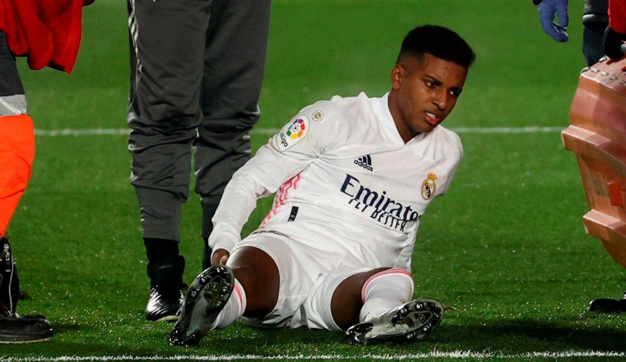 Rodrygo se duele tras caer lesionado