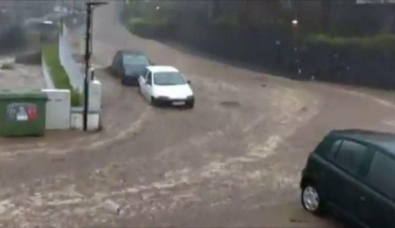 Evacuadas 27 personas por las fuertes inundaciones que azotan a la isla portuguesa de Madeira