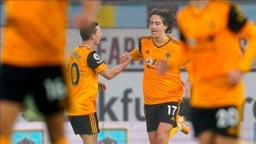 Fabio Silva celebra un gol con el Wolverhampton