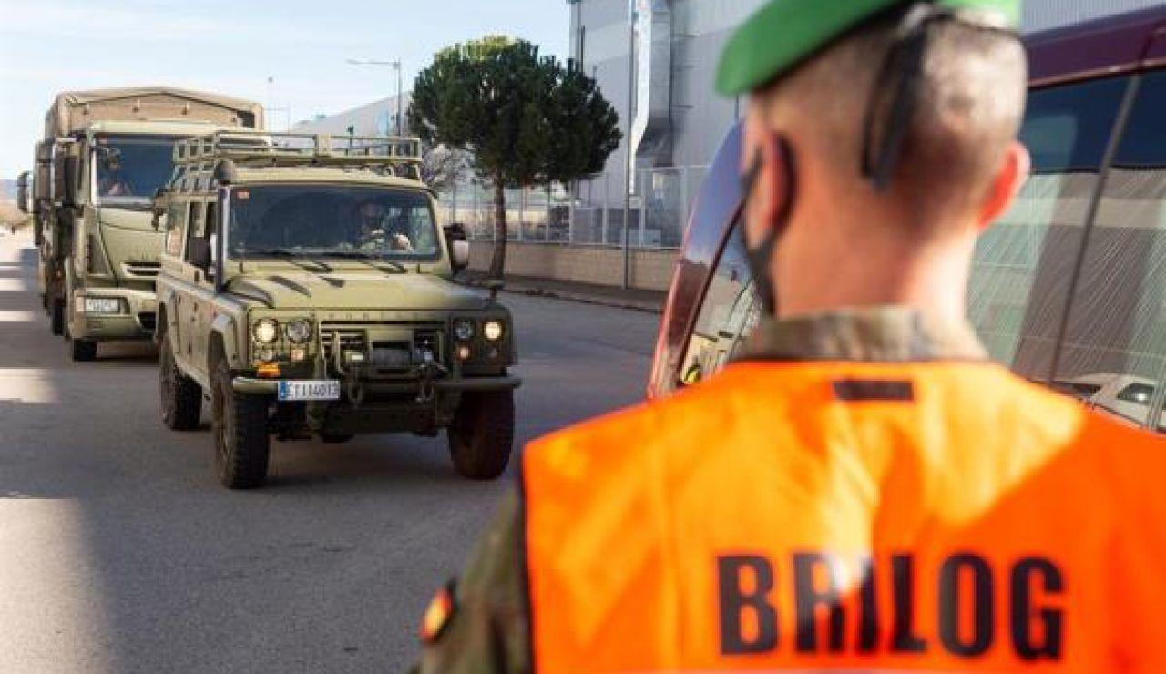 Vehículos militares en el centro logístico de Pfizer en Guadalajara