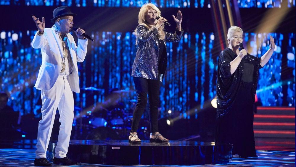 Helena Bianco canta al lado de Nico Fioole y Naida Abanovich un fantástico 'Medley' en la Gran Final de 'La Voz Senior'