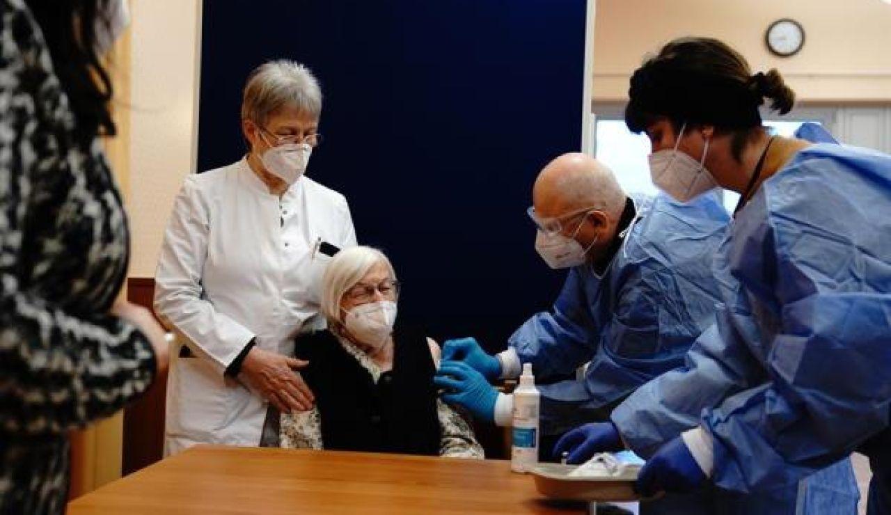 Primera vacunada contra el coronavirus en Alemania