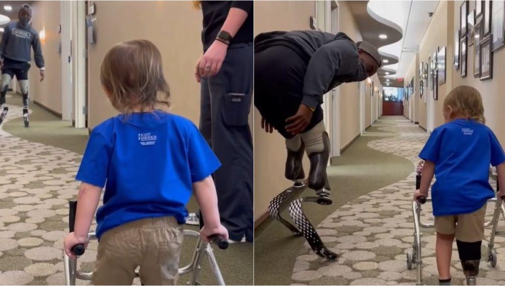 Blake Leeper enseña a andar a un pequeño con una prótesis