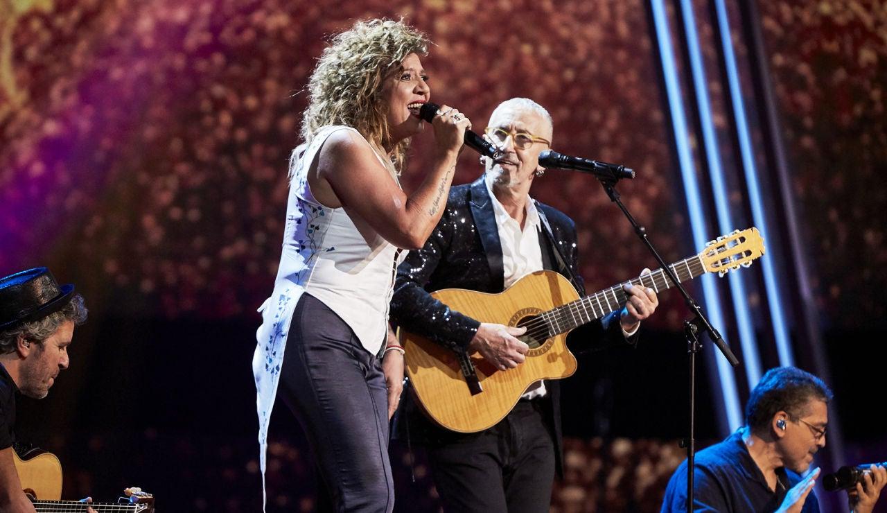 Rosana y Mingo Fernández cantan 'Flor de lis' en la Gran Final de 'La Voz Senior'