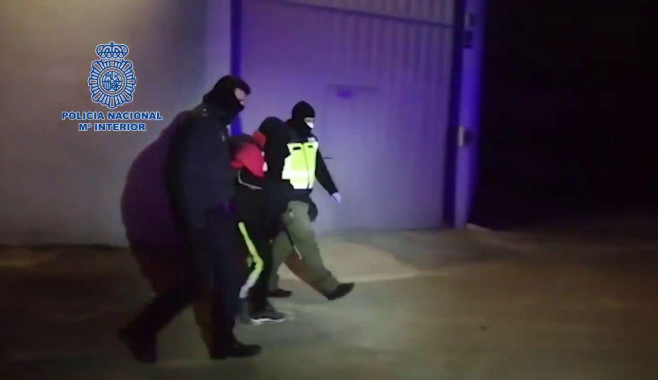 La Policía Nacional detiene a un familiar de un miembro del Daesh por amenazar a los viandantes con un machete en Castellón