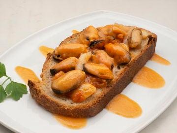 """La receta """"fácil de hacer, barata y perfecta para ocasiones especiales"""", de Karlos Arguiñano: mejillones en escabeche"""