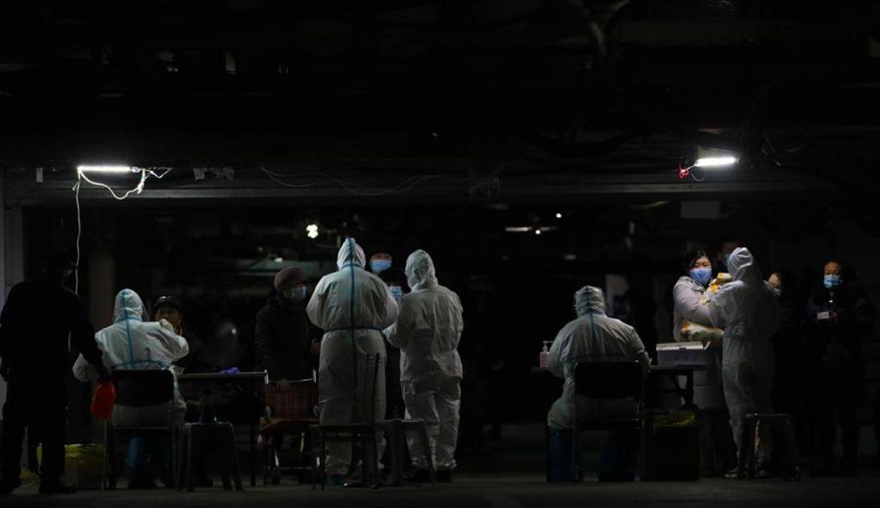 Las autoridades chinas reciben al equipo de la OMS