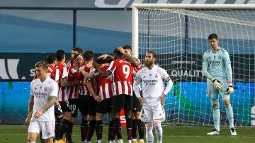 El Athletic Club celebra el gol de Raúl García