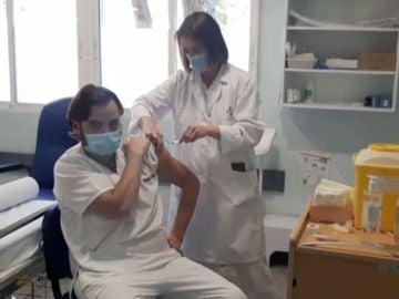 Sanitario valenciano, primero en recibir la vacuna de Moderna
