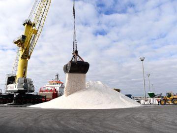 Más de 5000 toneladas llegan a A Coruña para hacer frente a las heladas del norte de España