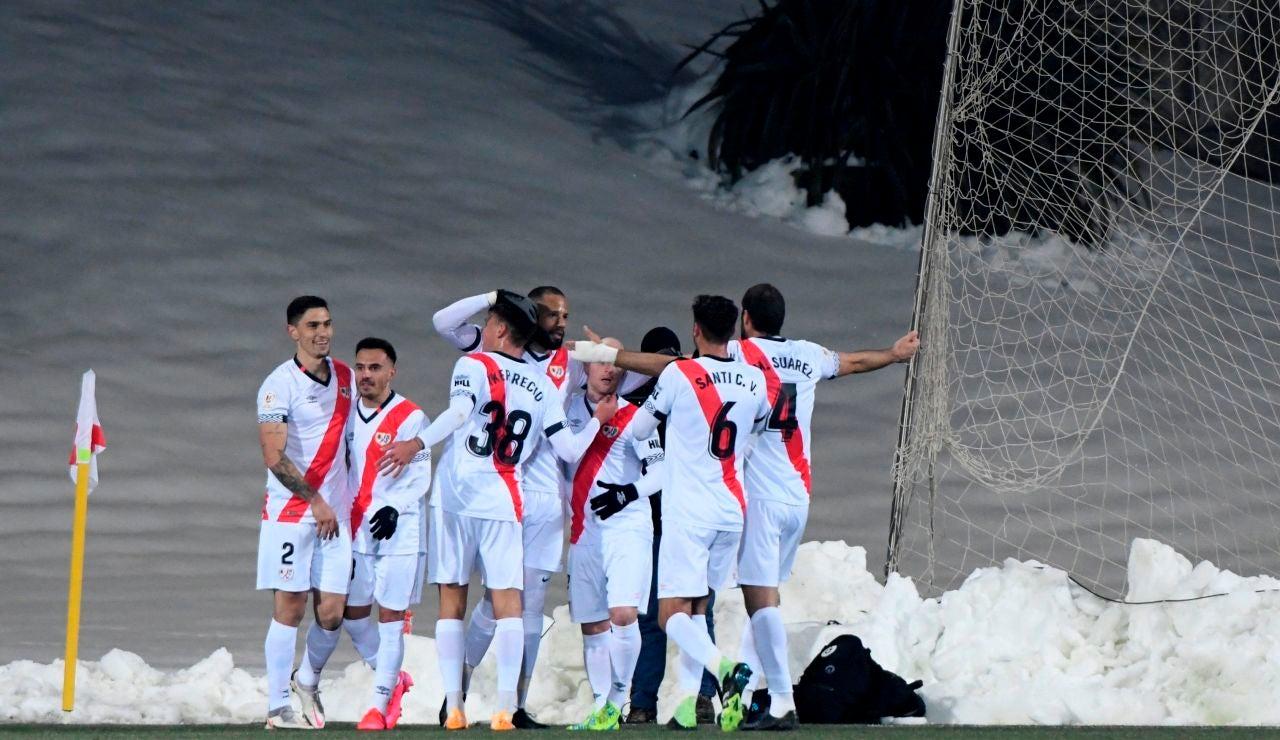 Los jugadores del Rayo celebran un gol ante el Elche