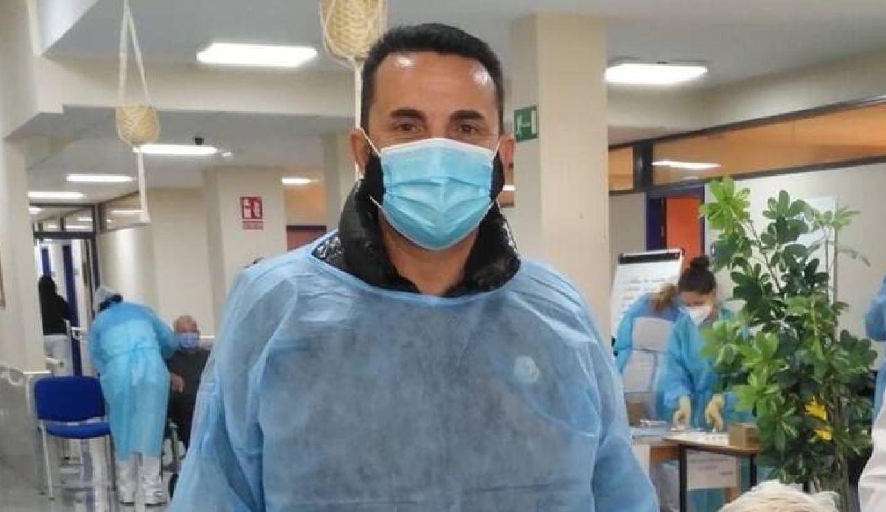 El alcalde de La Nucía y el concejal de Sanidad se vacunan contra el coronavirus como sanitarios