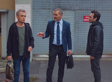 Una amistad a prueba de todo: Ugur sale de la cárcel gracias a Demir