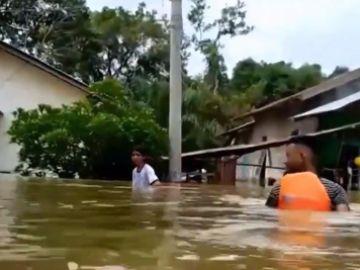 Más de 37.000 personas evacuadas por temor ante un posible tsunami en las Islas Célebes (Indonesia)