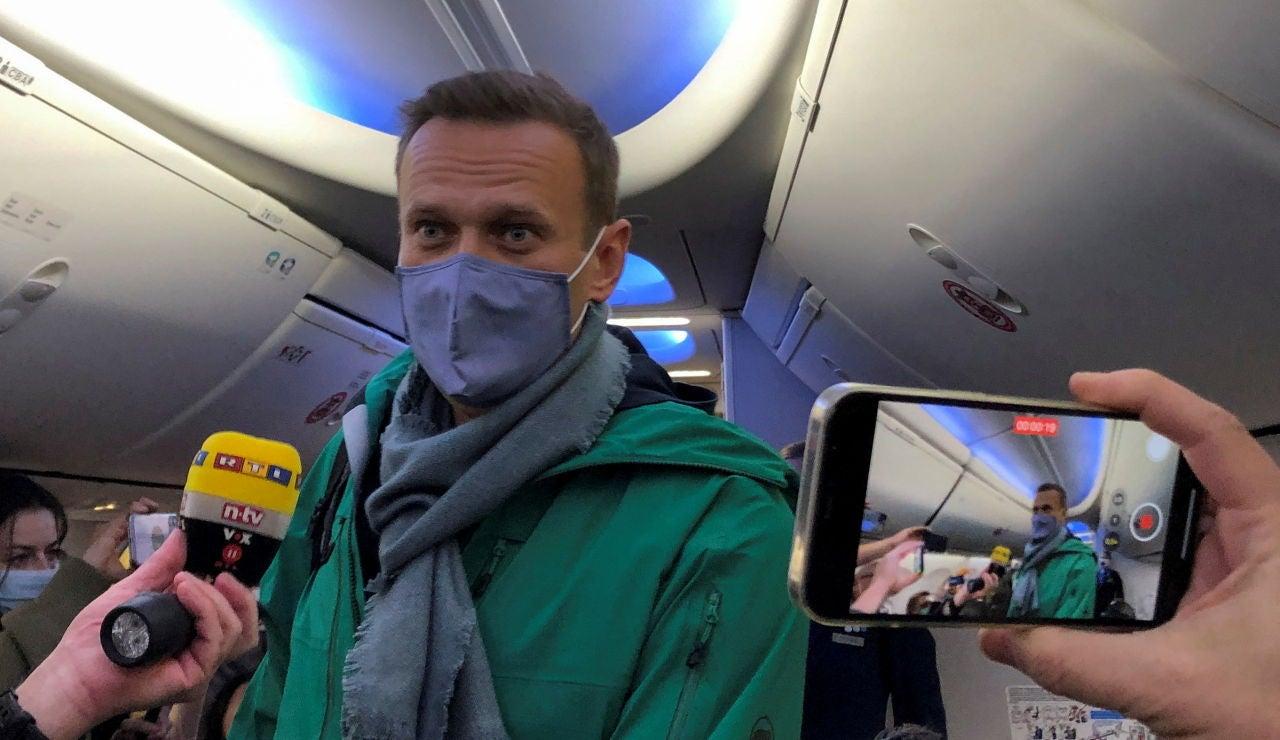 Se cumple la amenaza, el opositor ruso Navalni, aterriza en Moscú y es detenido