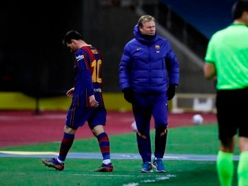 Leo Messi, cabizbajo tras ser expulsado en la final de la Supercopa de España