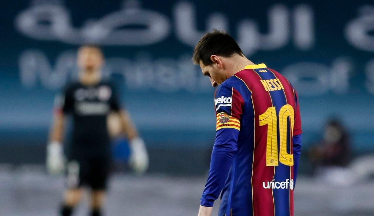 Leo Messi, cabizbajo en la Supercopa de España