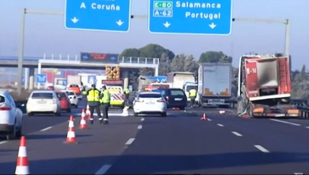 Tres muertos arrollados por un camión en la A-6 cuando auxiliaban a otro conductor en Tordesillas