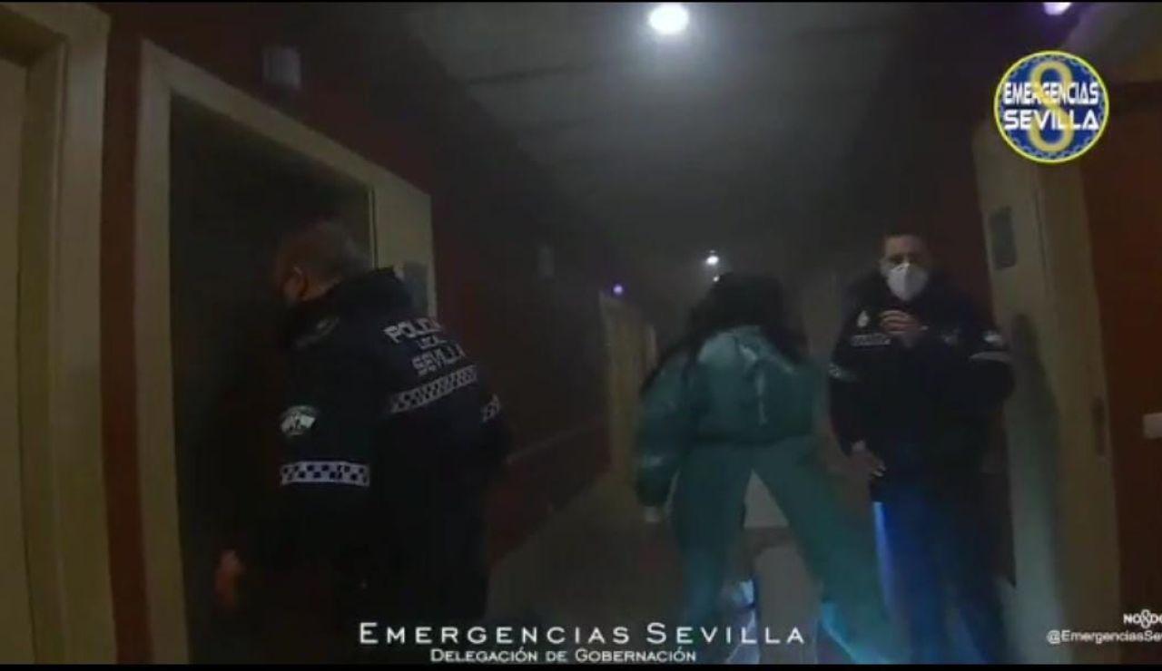 Emergencias Sevilla rinde homenaje a Rosario, la mujer que murió en el incendio de la residencia Adorea