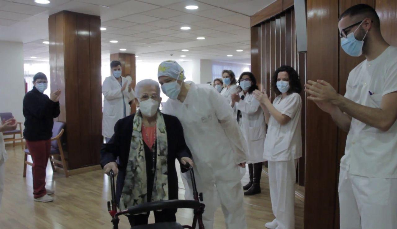 Araceli, primera persona vacunada contra el coronavirus en España