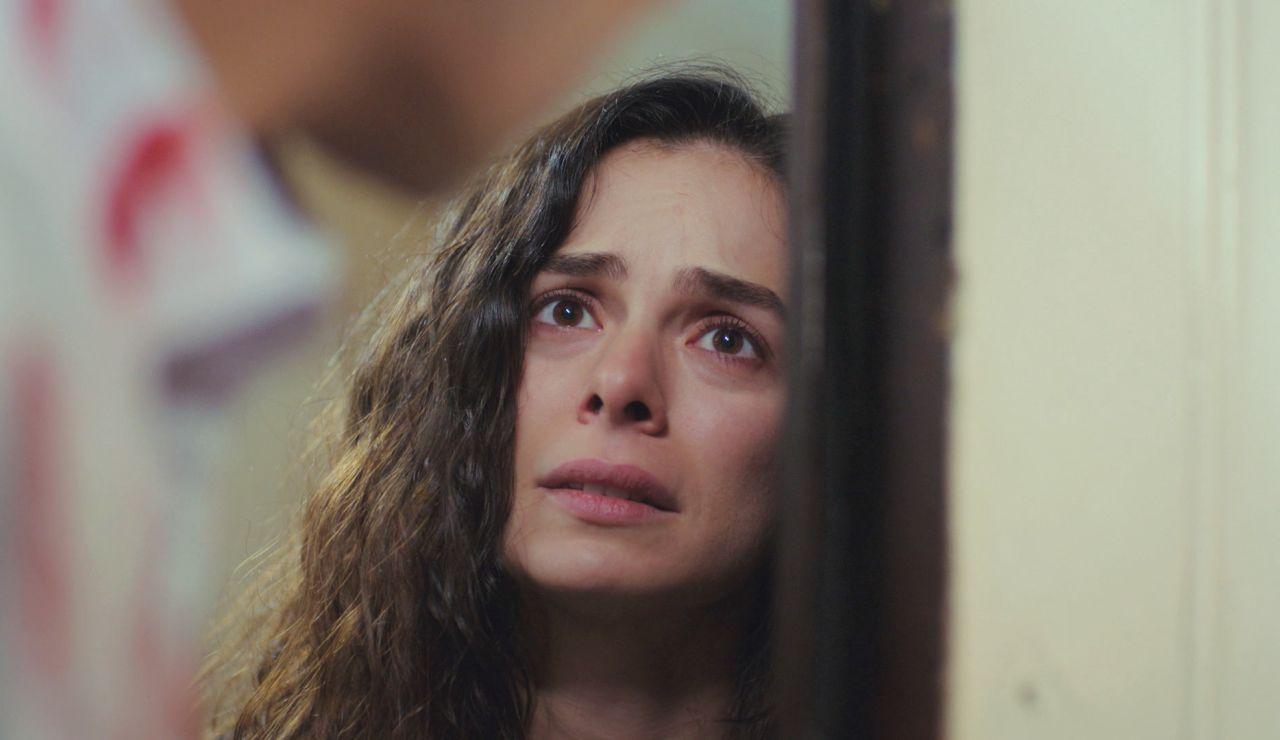Bahar, impactada al ver las graves heridas de Arif… y hundida al ver cómo le cierra la puerta