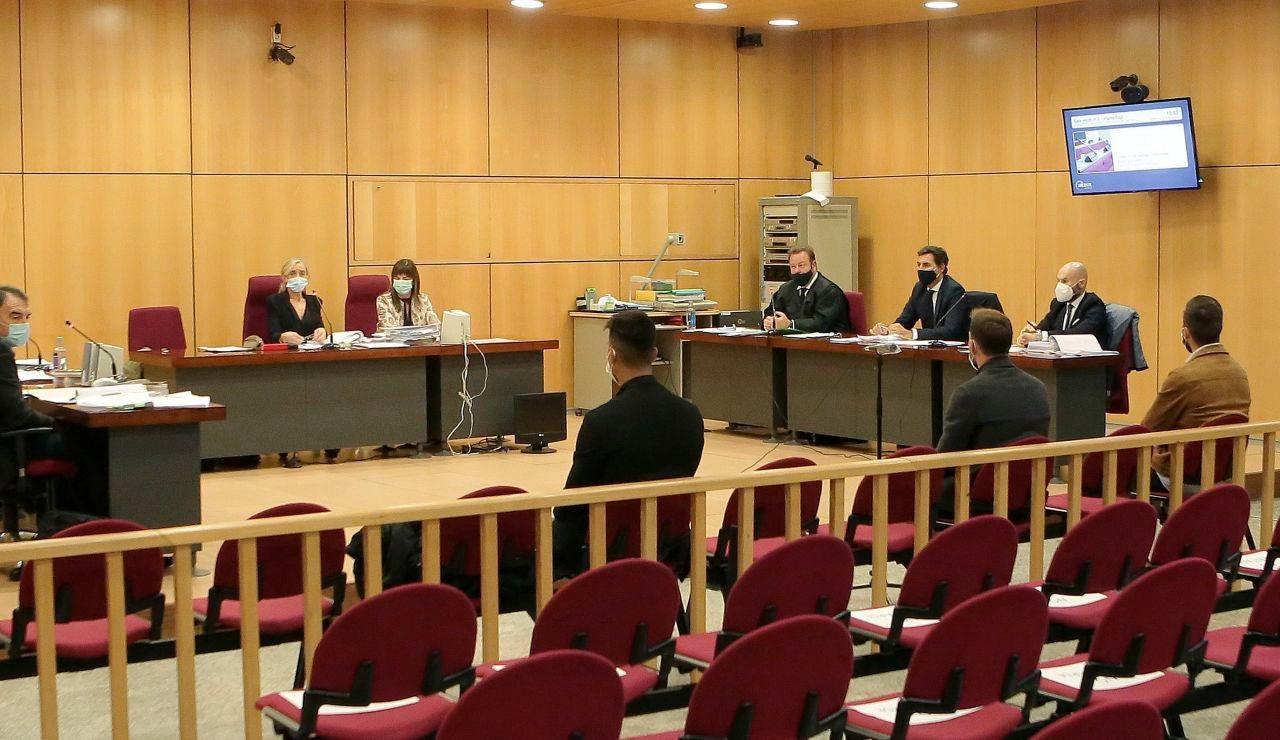 Sergi Enrich, Antonio Luna y Eddy Silvestre, durante el juicio