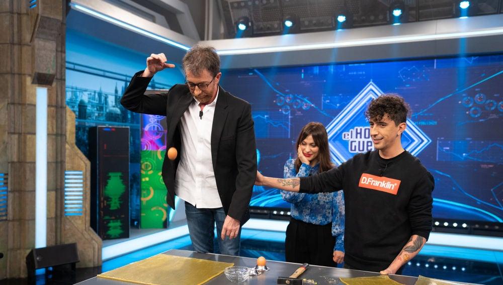 Marron hace magia en 'El Hormiguero 3.0' con el gel antimpacto