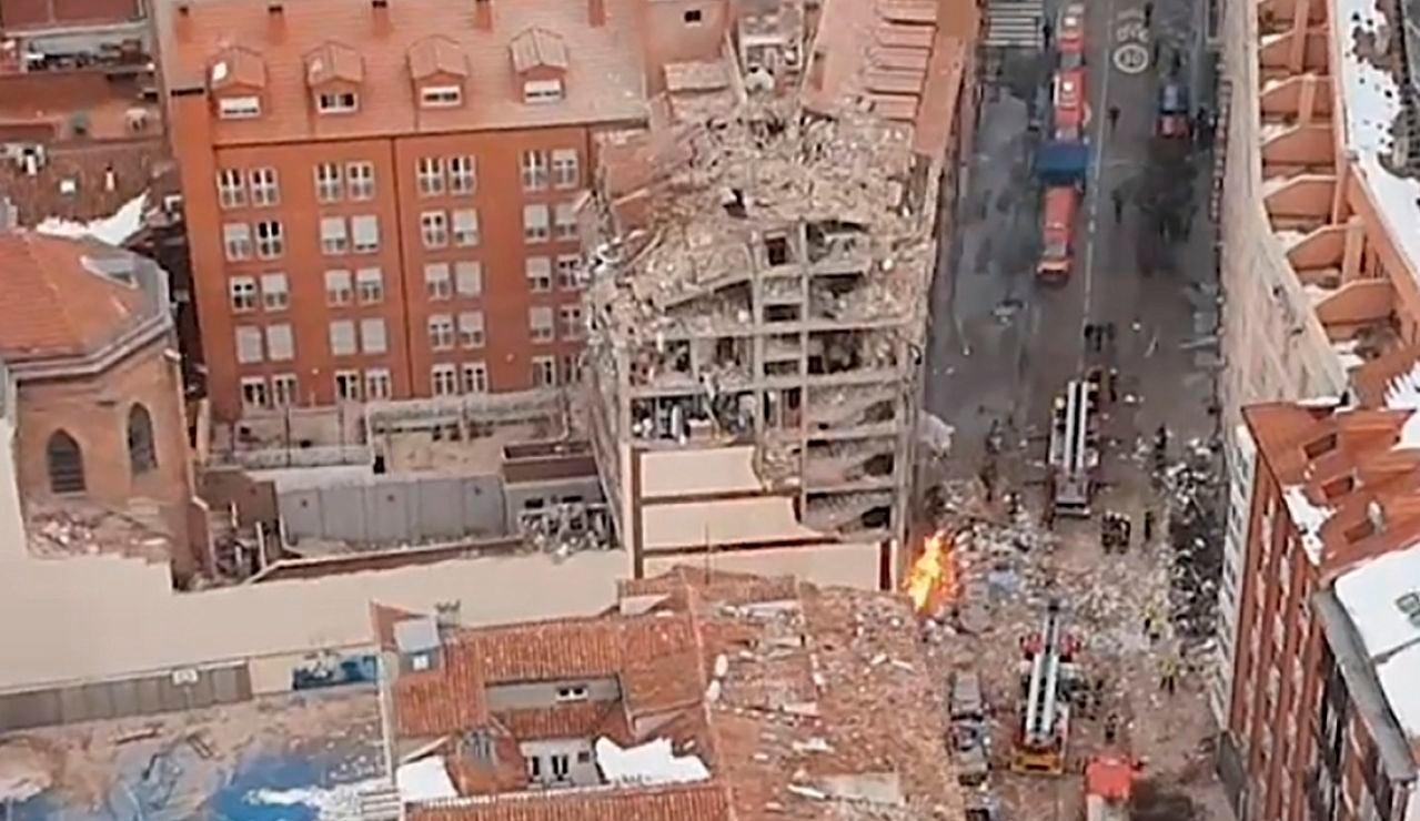 Imagen aérea del edificio derrumbado en Madrid debido a una explosión.