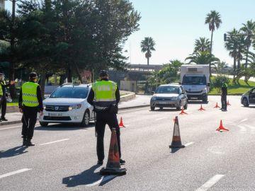 Un control a la entrada de Cádiz en una foto de archivo