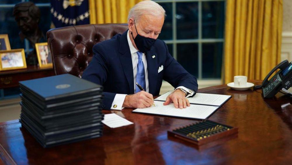 Biden tumba la orden de Trump que impedía la entrada de migrantes por 'riesgo laboral