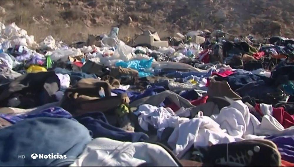Aparece en una explanada de Alicante toneladas de ropa usada y nadie se explica quién ha podido ser