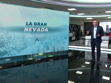 Roberto Brasero y el mapa 3D que explica los puntos que más nieve acumularon en España