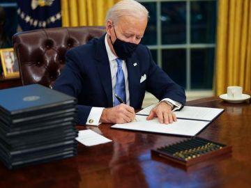 laSexta Noticias 14:00 (21-01-21) Las 17 medidas de Joe Biden en su primer día en la Casa Blanca: mascarillas, deportaciones, clima y salud