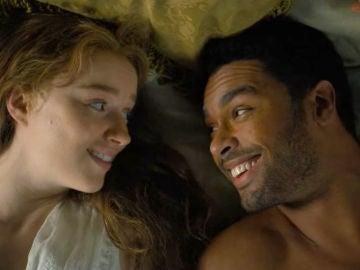 Regé-Jean Page y Phoebe Dynevor como Daphne y Simon en 'Los Bridgerton'