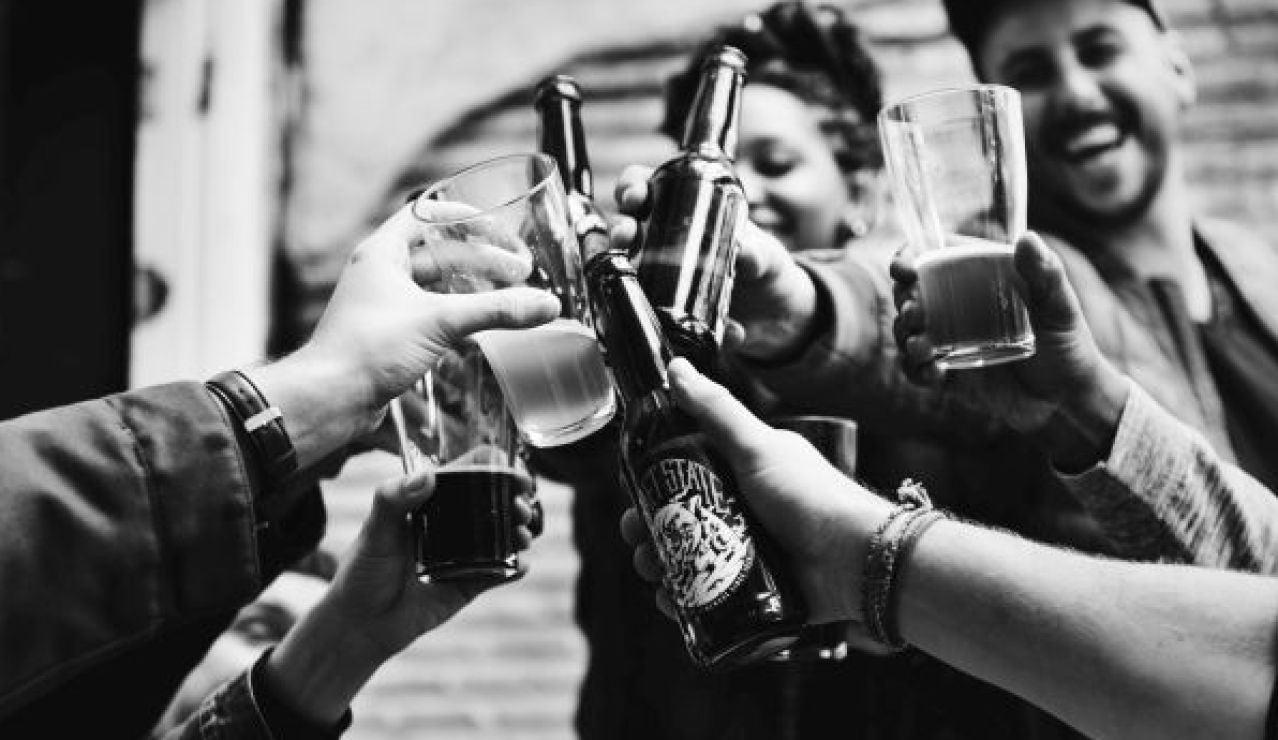 Organizar fiestas ilegales, botellones, saltarse reglas impuestas o creerse inmunes son algunos de los patrones que manifiestan los adolescentes que no tienen consciencia de los actos que realizan, aún estando en plena pandemia