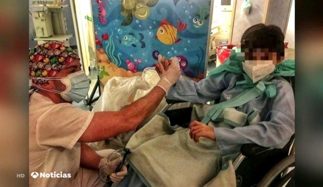 Un niño de 10 años supera el coronavirus después de pasar 11 días en la UCI