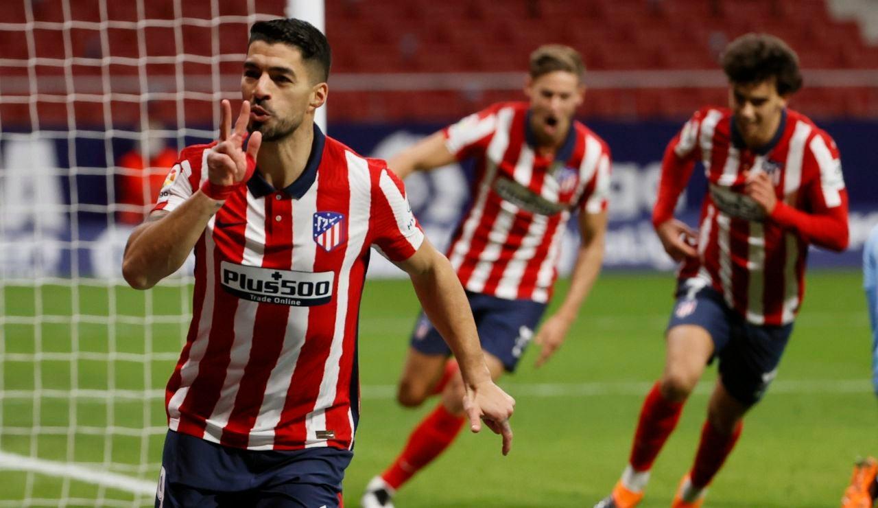 Luis Suárez celebra su gol ante el Valencia