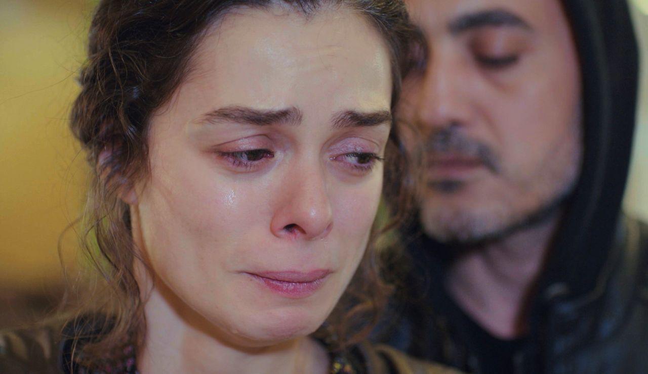 Avance de 'Mujer': Bahar, desengañada por Sarp, implora la libertad de Nisan y Doruk