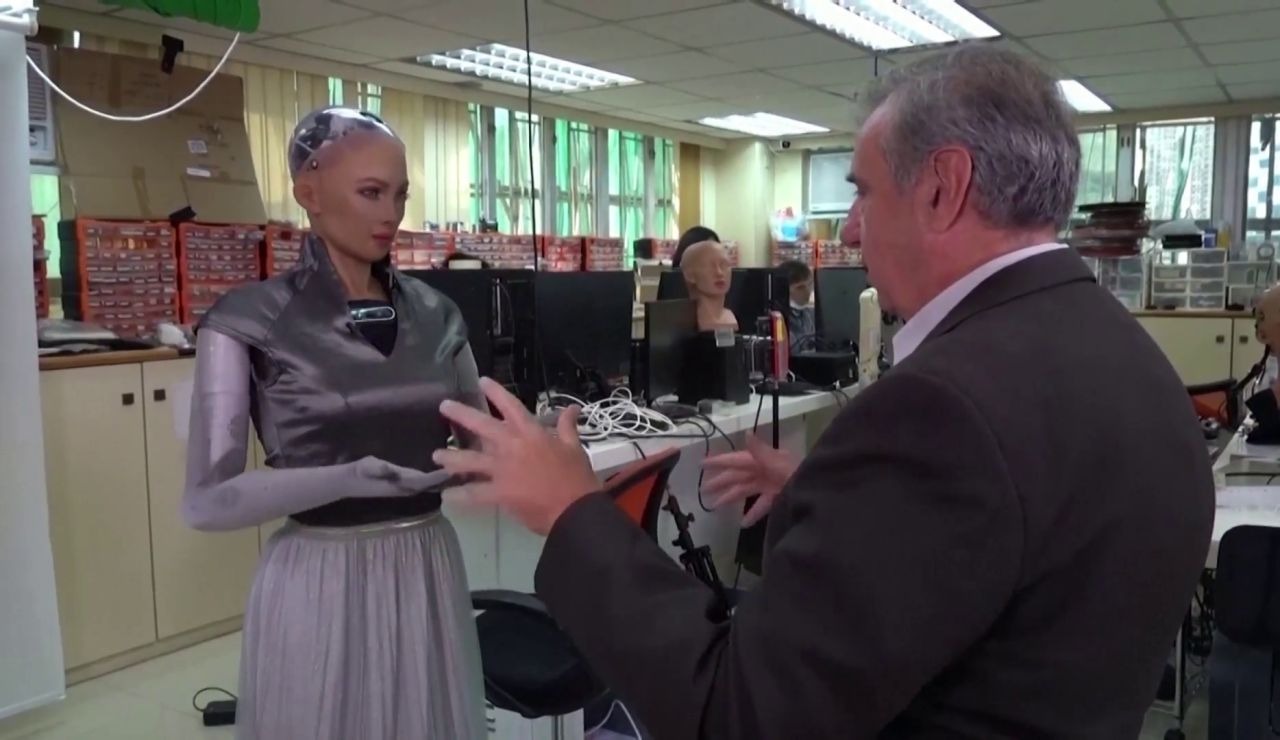 Sophia, el robot 'social' que ayudará contra la pandemia cuidando a ancianos y enfermos de coronavirus