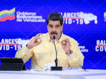 """Nicolás Maduro presenta el Carvativir, unas """"gotitas milagrosas"""" que """"neutraliza el coronavirus"""""""