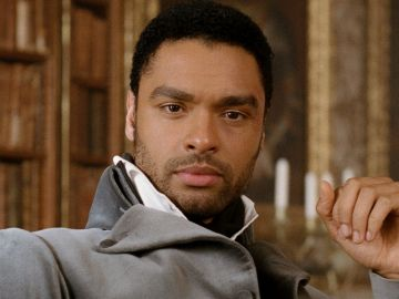 Regé-Jean Page como Simon Basset, el duque de Hastings en 'Los Bridgerton'