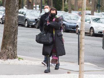 Bella Hadid, camuflada por París
